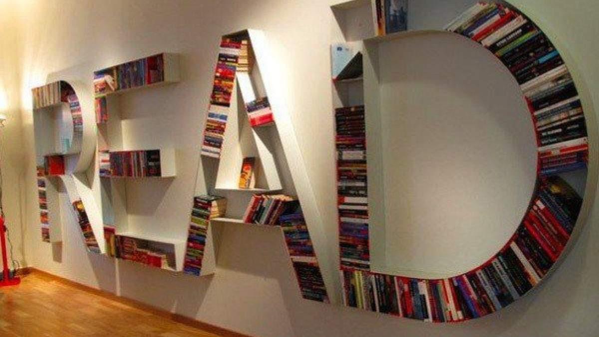 Незвичайні книжкові полиці: як вони виглядають