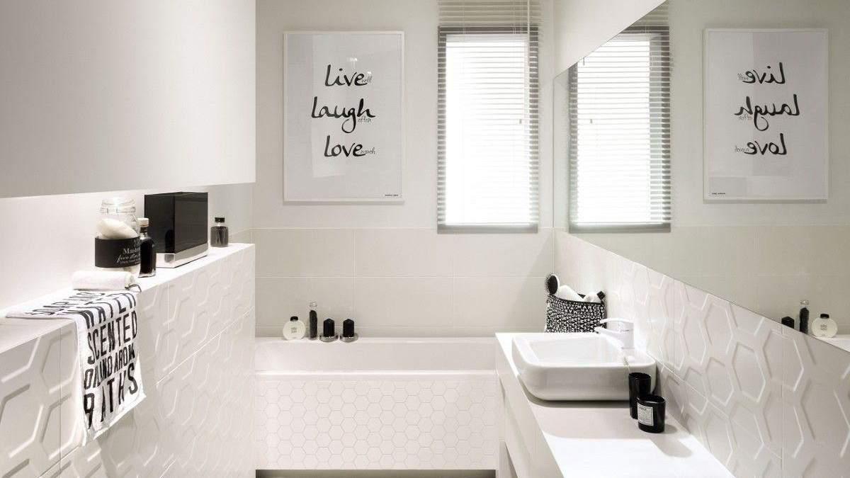 Ванна кімната у білому кольорі: особливості, переваги та недоліки