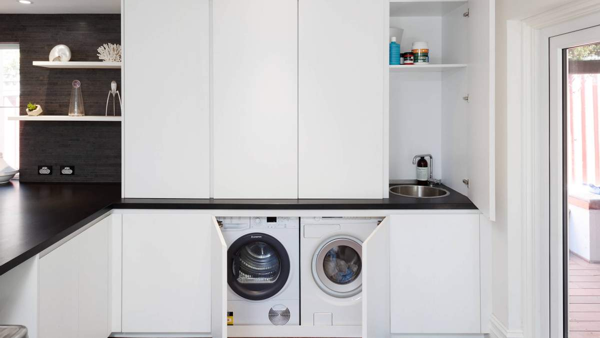 Пральна машина на кухні: що потрібно знати