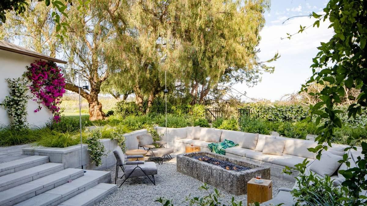 Лидер группы Maroon 5 показал новое жилье: фото звездного особняка