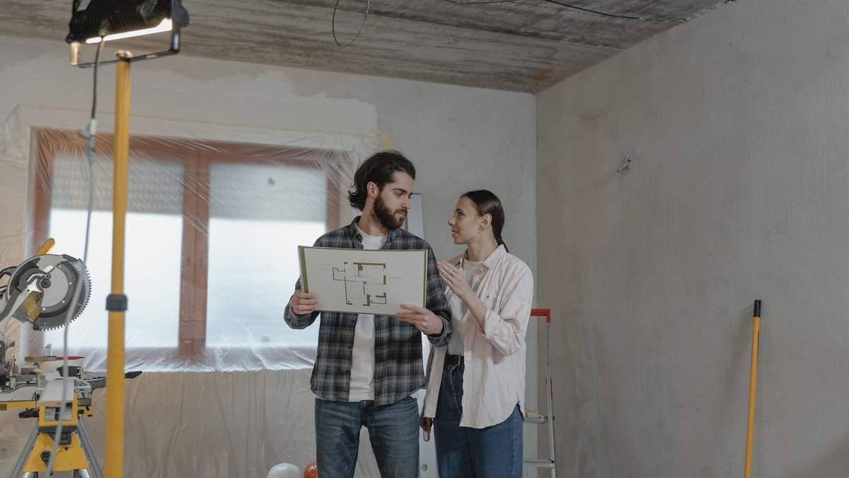За допомогою дерев'яних брусів та клею: як бюджетно оновити вітальню - Нерухомість