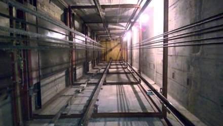 У Києві в шахті ліфта в новобудові знайшли чоловіка