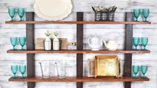 Відкриті полиці на кухні: як їх красиво декорувати