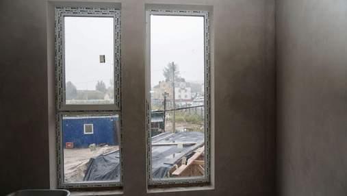 Пластиковые окна в квартире от застройщика: нужно ли их менять