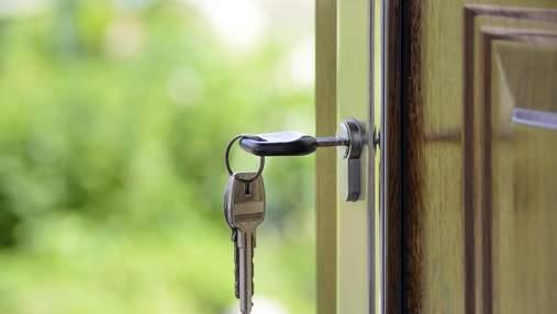 """Бригады селятся в ЖК и """"чистят"""" квартиры: лайфхаки, как уберечь жилье от взлома во время отпуска"""