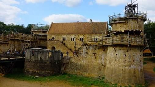 Во Франции строят замок по средневековым технологиям: что это значит и как выглядит объект