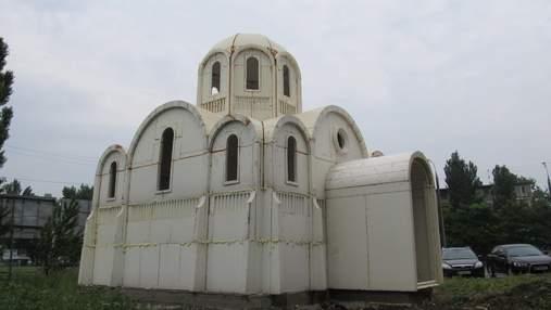 В Херсоне за несколько часов построили церковь: из чего и как она выглядит