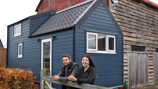 Пара самостійно збудувала крихітний дім за 6 місяців: що з цього вийшло