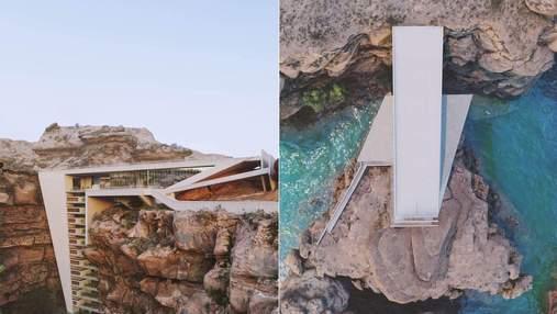 Життя у скелі: у Канаді звели житлову споруду в приголомшливій локації